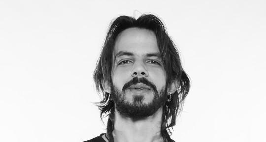 'Pianist', 'keyboard player' - Salomão Soares