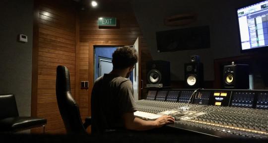 Producer / Mix Engineer - Esteban Clavijo