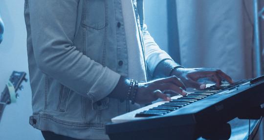Bass Player, Music Producer. - Helppi Smith