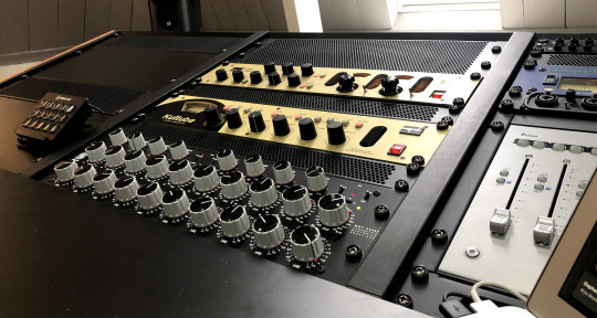 Boutique Mastering & Mixing - ElectroAcousticLabs Mastering
