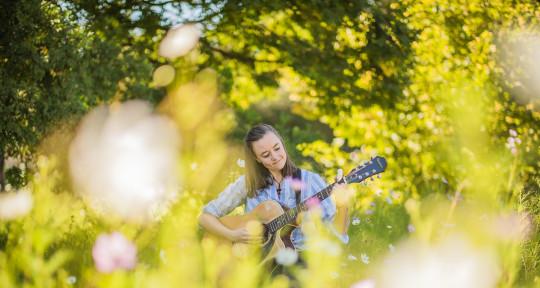 Singer, Songwriter, Guitarist. - Jodie Reid