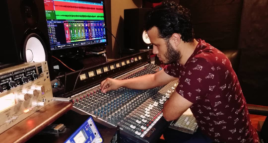 Productor musical - Edgar Contreras