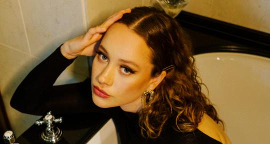 Pop Vocalist & Songwriter - Laura Julie Bollmann