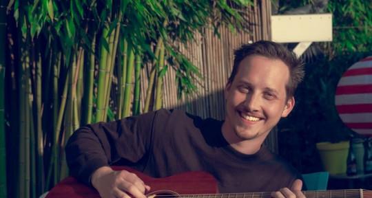 Songwriter, Singer, Guitarist - Thomas Geelens