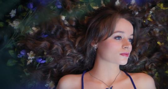 Singer, Songwriter, Composer - Sarah Munro