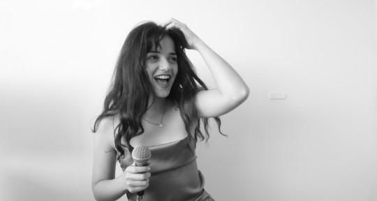 Female Vocalist - Ro Bettinelli