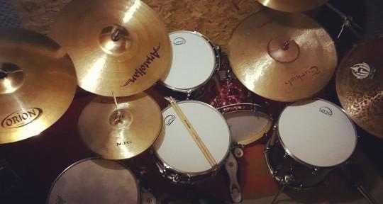 I'm a professional drummer  - Douglas Shibata