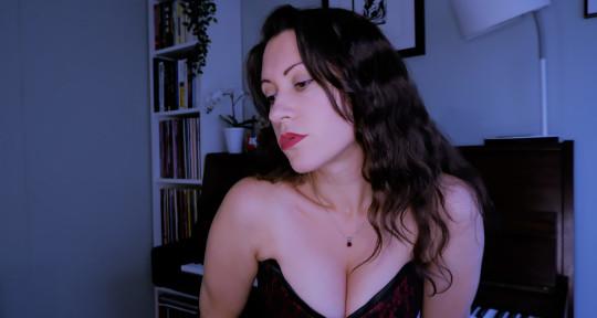 Sublime vocalist/song writer - Lynsey Simone Tibbs