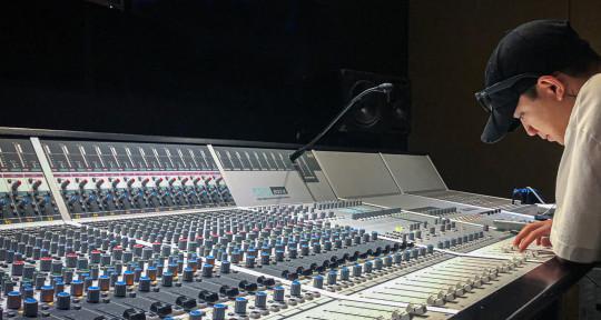 Mixing Engineer & Producer - Carlo Villegas