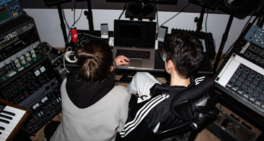 Music Producer & Songwriter - Alvaro Delgado / UMAII