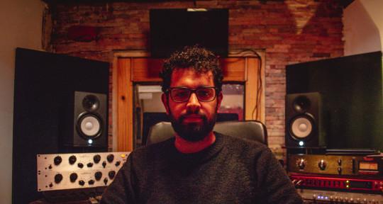 Recording Studio Mixing Master - Mateo Flores