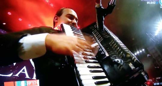 Tecladista/acordeonista.  - SANTIAGO LLANES