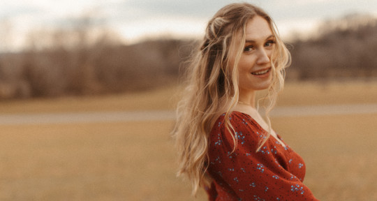 Singer / Songwriter / Producer - Alyssa