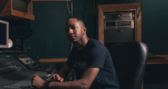 Mixer | Producer| Singer - Travis