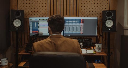 Recorder, mixer & producer - Alejandro González