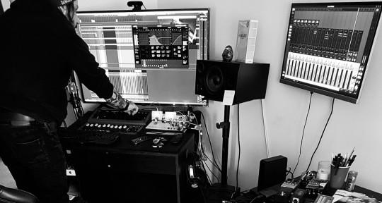 Music Production Studio - Baz Rovo, After6 Studio