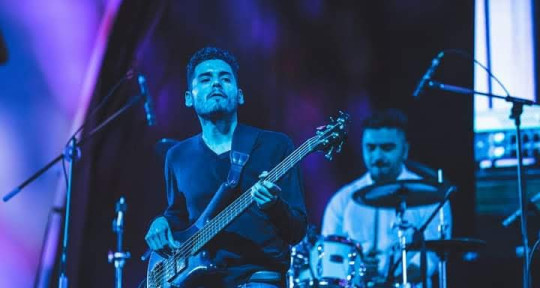 Play bass, write music, teach - Iván Tenorio