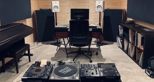 Production/ Mixing Studio - Willow Six Studio
