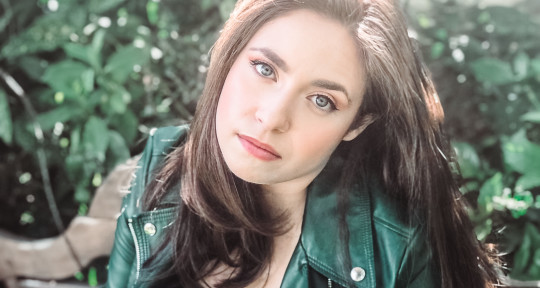 Singer/Songwriter - Sarah Anne Fernandez