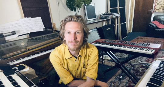 Piano / Hammond / Wurlitzer - James Graham