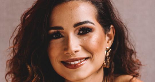 Singer / Songwriter  - Vanessa Macedo