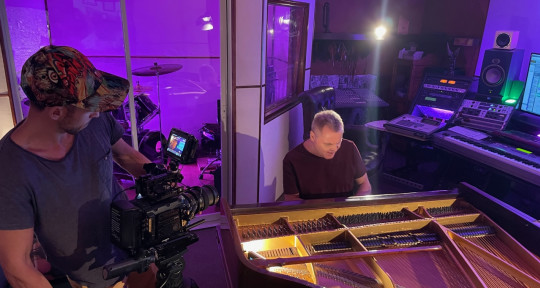 Pianist / Vocalist / Producer - Hugh James