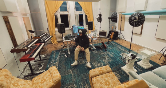 Pro Vocalist & Songwriter - Jon Paul