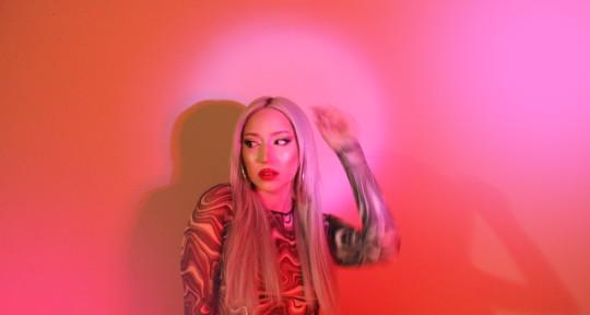 Singer & Songwriter - Alva Leah