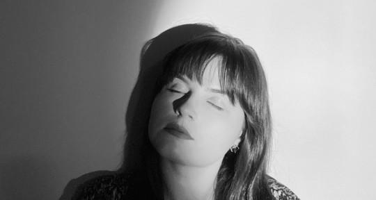 Singer / Songwriter - Lizzie