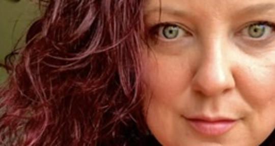 Singer songwriter solo enterta - Dana Beigay