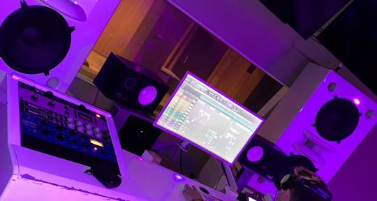 Sound Engineer & Songwriter - Calvin Ryan