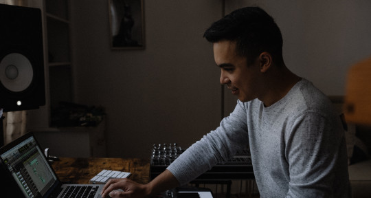 Session Player & Composer - Jonny Fung