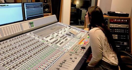 Remote Session Guitarist - Lacey Defri
