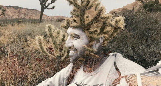 Making Artist Smile   - Eduardo Larez