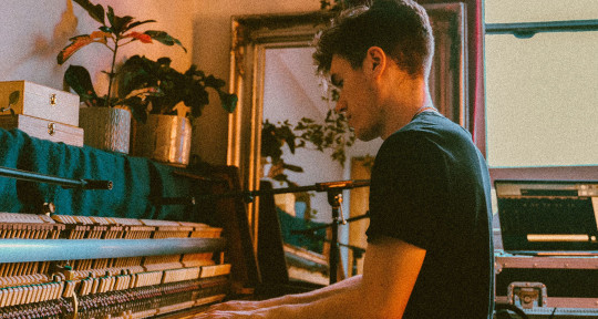 PIANIST, PRODUCER & MIXER - Olly Shelton