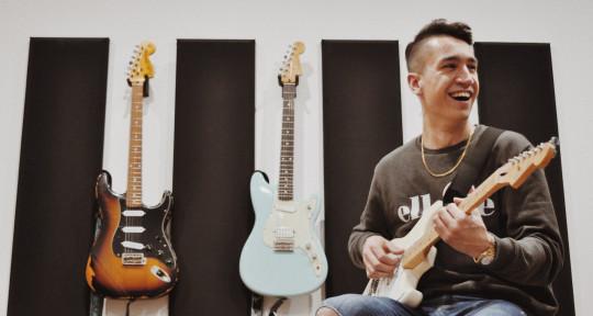 Singer/Songwriter/Guitarist - Jay Holland