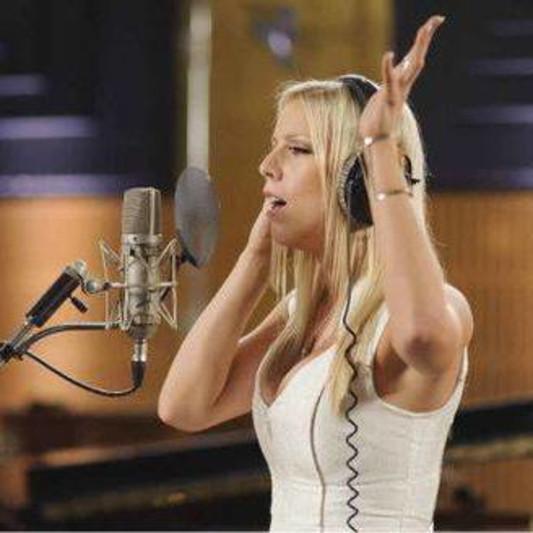 Louise Van Veenendaal - Session Singer, Topliner - Los