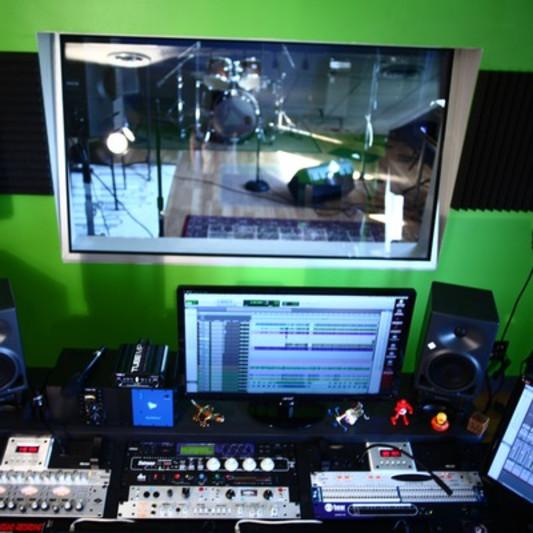 Woodrock Studios on SoundBetter