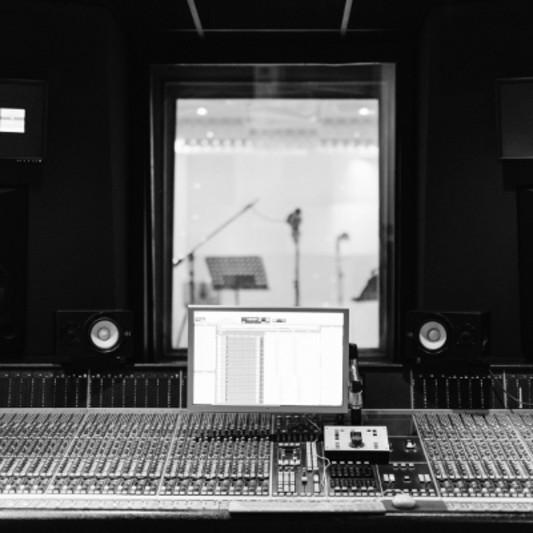 STUDIO ALAIN DESIREE PARIS on SoundBetter