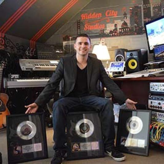 Elliott Lanam on SoundBetter