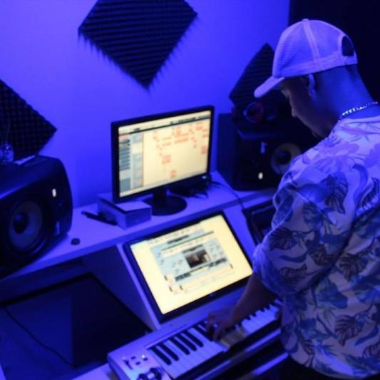 Jhon B on SoundBetter