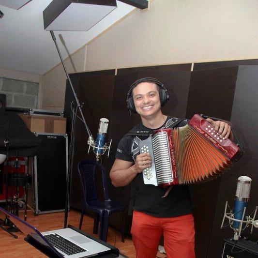 Luis Javier Hernández on SoundBetter