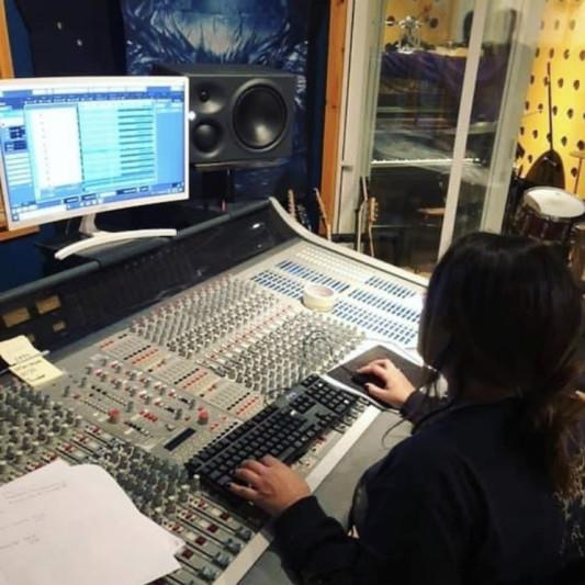 LoQuin Production Studios on SoundBetter