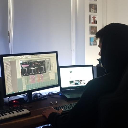 SIXTHSTRINGBEATS on SoundBetter