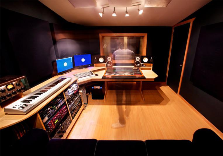 Blue Light Studio on SoundBetter