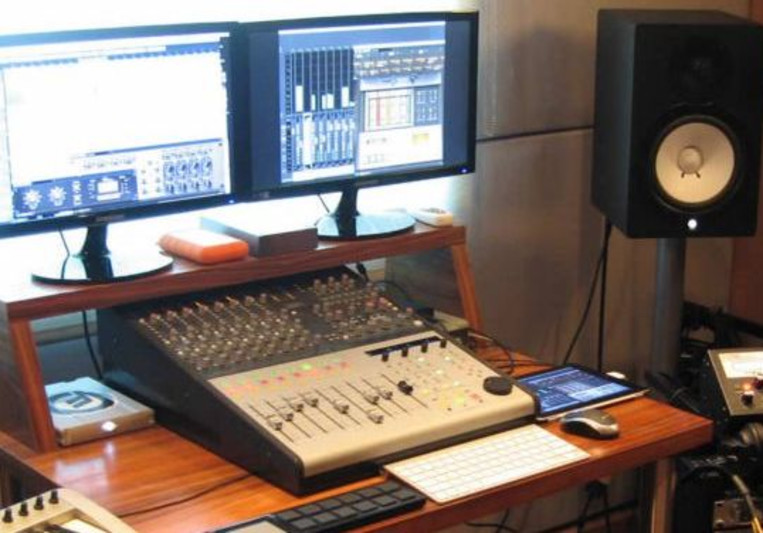 Tonewarp Studio on SoundBetter