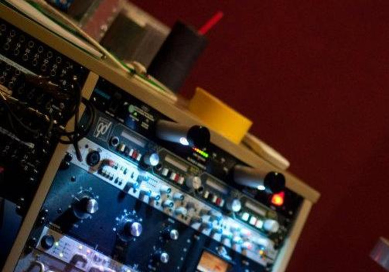 Barefootstudio on SoundBetter