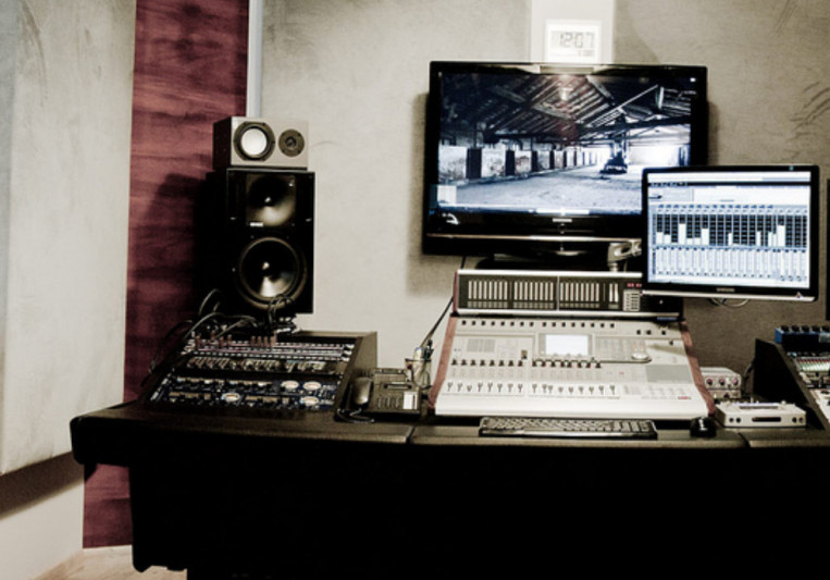 Atracoustic recording studio on SoundBetter