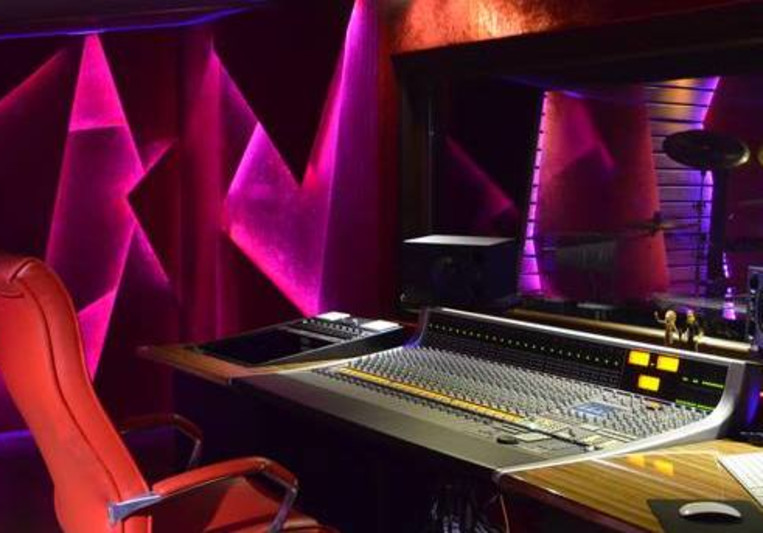 FadeOut Studios on SoundBetter