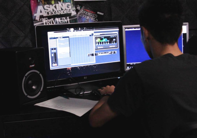 Liberoveia's Recording Studio on SoundBetter